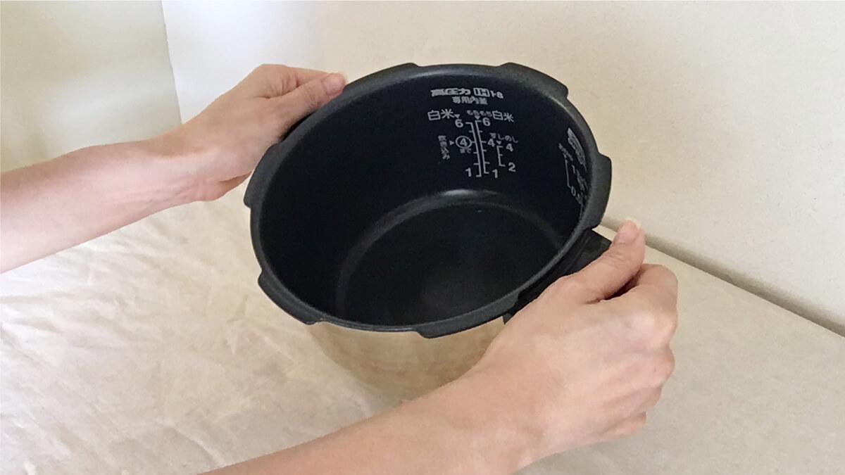 クック 圧力名人のチタンの内釜の写真。